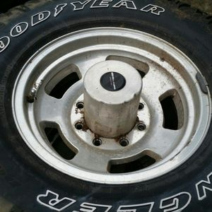 285 75 16 Tires On 1987 Ford 1 Ton Aluminum Wheels for Sale in Vancouver, WA