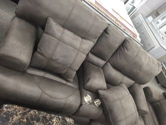 Brown/grey couch set w pillows for Sale in Hilliard,  OH