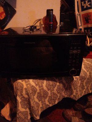 Frigidaire microwave for Sale in Lexington, KY