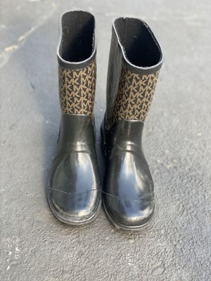Big girls- MK rain boots for Sale in Burlington, NJ