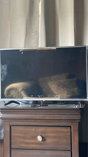 "32"" Roku TV for Sale in Fairmont, WV"