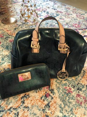 Michael Kors Grayson Purse/Bag and Full Size Zipper Wallet in Dark Green Patent Leather (100% Authentic) for Sale in Panama City Beach, FL