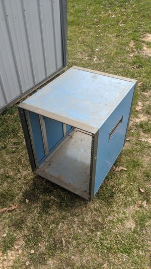 "19"" rack mount on casters for Sale in Menomonie, WI"