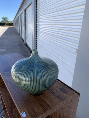 Decorative vase for Sale in Haines City, FL