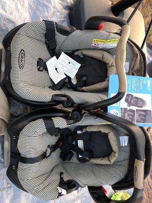2 graco baby convertible car seat for Sale in Arlington, WA