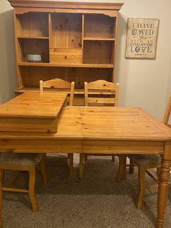 Dining Table and Hutch for Sale in Tacoma,  WA