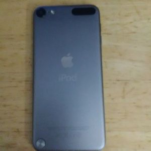 Apple Ipod Touch 5th Generation for Sale in Lynn, MA