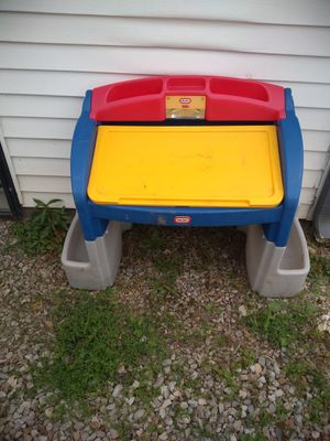 Kids toy desk for Sale in Zanesville, OH