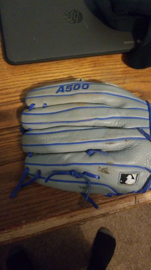 A good baseball glove for Sale in San Marcos, TX