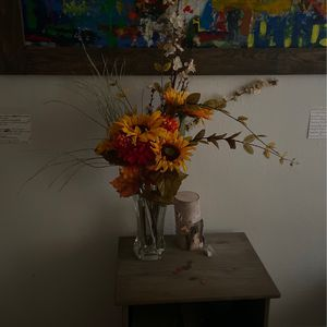 Flower Arrangement With Vase for Sale in Queens, NY