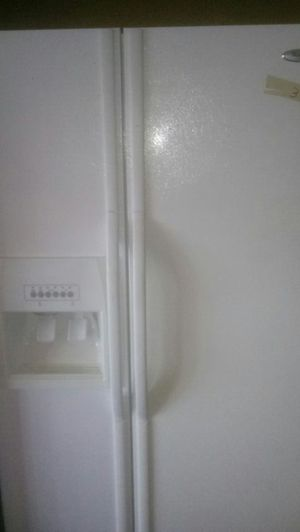 Whirlpool side by side refrigerator for Sale in Farmville, VA