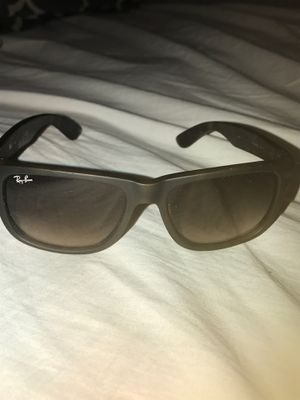 Brand new Ray ban sunglasses for Sale in Burleson, TX