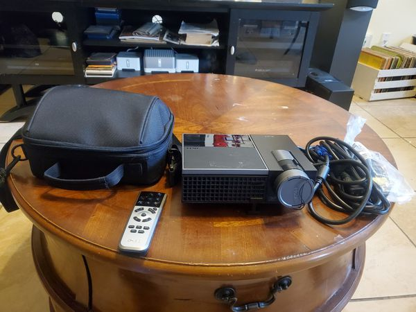 DELL M410 HD PROJECTOR W/ACCESSORIES AND CASE
