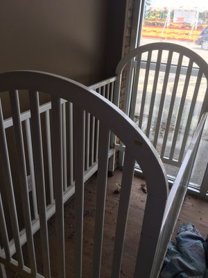 White crib with matress for Sale in Caledonia, MI