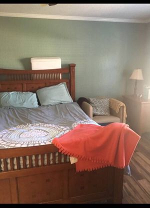Queen Bedroom Set $325 for Sale in New Port Richey, FL