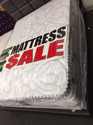 Queen mattress with boxspringg for Sale in Gardena, CA