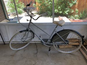 Cruiser bike 3 speed with kickstand and large seat for Sale in Denver, CO