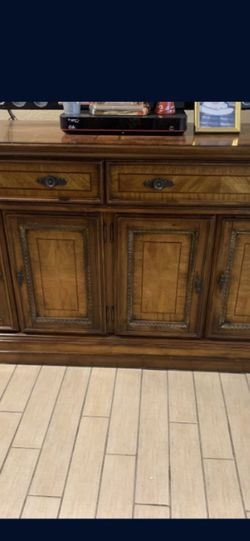 Cabinet From Rooms To Go. for Sale in Cape Coral,  FL