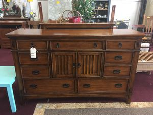 Dresser with mirror for Sale in Big Rapids, MI