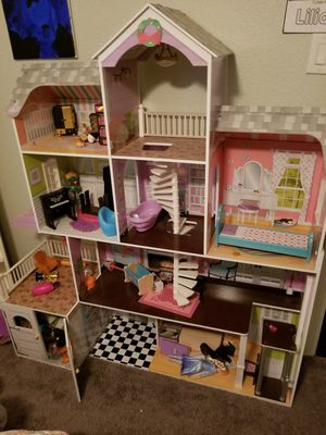 Huge doll house real wood new condition for Sale in Pasadena, TX
