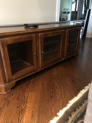TV stand in very good condition for Sale in Streamwood, IL