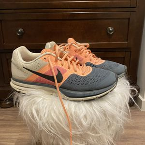 Women's Nike Size 9.5 for Sale in Seattle, WA