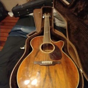 Alvarez Acoustic Electric Guitar With Hard Case for Sale in Cumming, GA