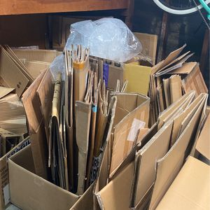 Free Cardboard for Sale in Long Beach, CA