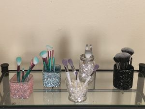 Make up brushes and containers for Sale in Arlington, TX