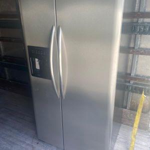 Refrigerator Frigidaire for Sale in Hialeah, FL