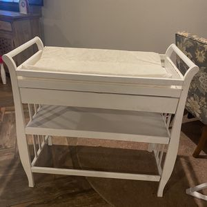 Free Changing Table for Sale in Moreno Valley, CA