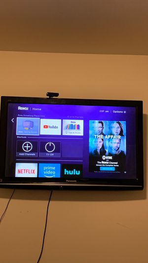 Panasonic 42inch aYoutube Netflix included ROKU TV WITH IT TOO for Sale in Kent, WA