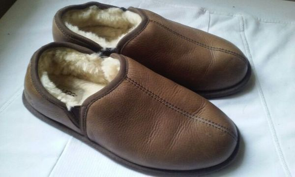 UGG mens leather slippers size 10