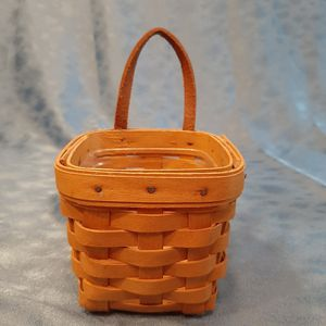 Longaberger 2000 Chives Booking basket w liner for Sale in Batavia, IL
