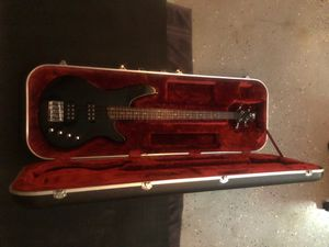 Ibanez bass sdgr 300 and hard case for Sale in Los Angeles, CA