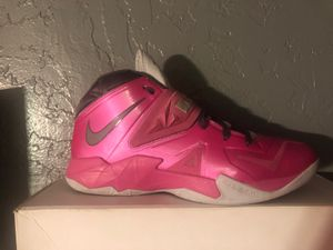 Nike Lebron zoom soldier vii breast cancer awareness month for Sale in Glendale, AZ