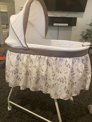Free infant bassinet for Sale in Malverne, NY