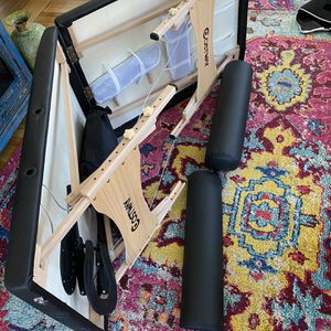 Massage table for Sale in Revere, MA