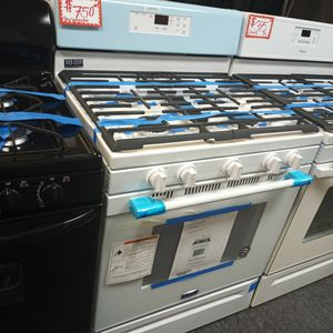 NEW SCRATCH AND DENT MAYTAG GAS STOVE WITH WARRANTY for Sale in Baltimore, MD