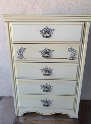 TINY VINTAGE YELLOW CHEST DRESSER for Sale in Tempe, AZ