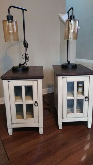 2 living room End Table's with lamps for Sale in Fuquay-Varina, NC