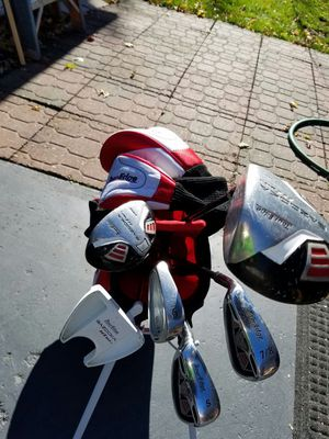 Kids golf clubs set with bag and extra training club! for Sale in Romeoville, IL