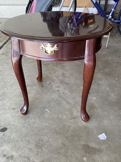 Small Coffee table/end table. for Sale in Aurora,  CO
