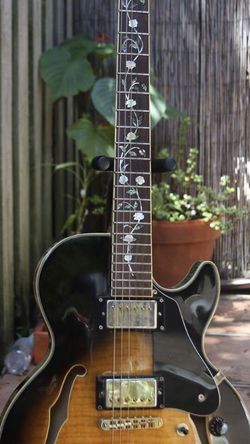 Jay Turser Electric Guitar (semi Hollow) for Sale in Miami,  FL