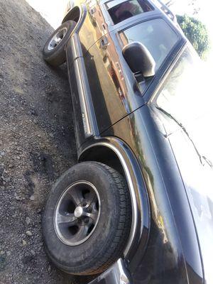 Chevy Blazer 99 titulo en mano 1000 for Sale in Riverside, CA