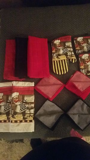 Complete kitchen towel set with oven mitts for Sale in Winter Haven, FL