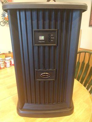 AIRCARE Pedestal Humidifier - 3.5 Gallon for Sale in Arlington Heights, IL