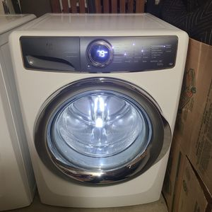 Electrolux Washer Top Of The Line; With Smart Boost Technology;Premixes Water&Detergent ;Winner-CNET's Editor's Choice Award Great Working Condition; for Sale in Walnut, CA