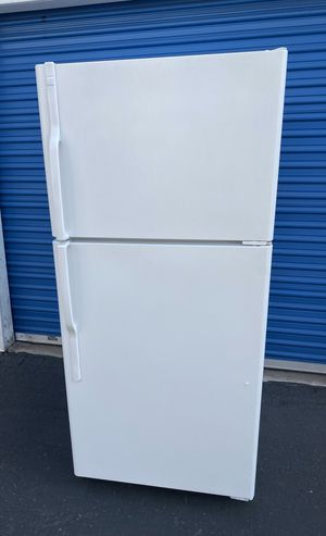 GE refrigerator freezer fridge 2014 model (free local delivery) for Sale in San Diego, CA