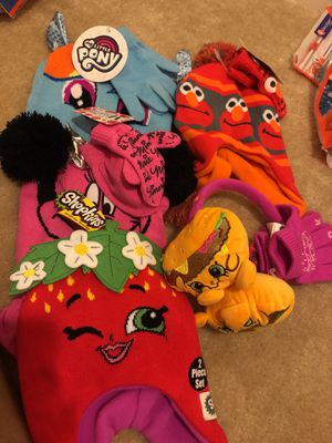 New Hats & glove for Toddles for Sale in Ashburn, VA